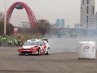 Евгений Новиков выиграл гонку в Крылатском