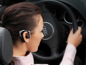 Голосовой набор SMS за рулем делает водителей в два раза невнимательнее