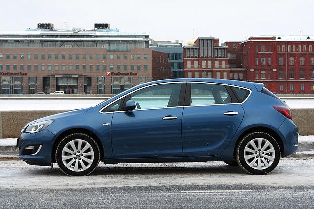 """Длительный тест Opel Astra: почему """"Астра"""" в России продается лучше, чем """"Гольф""""?"""