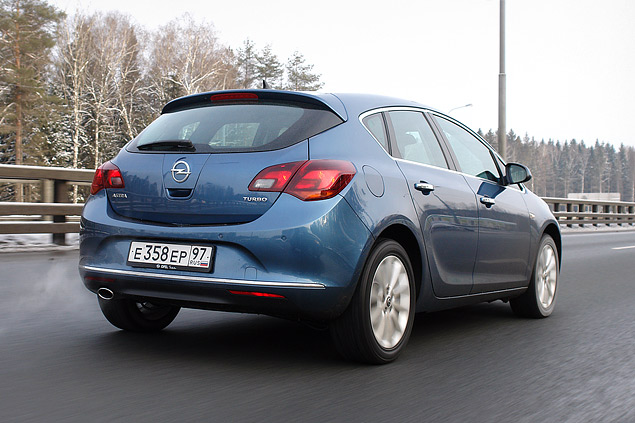 """Длительный тест Opel Astra: почему """"Астра"""" в России продается лучше, чем """"Гольф""""?. Фото 6"""