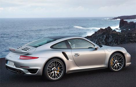Компания Porsche рассекретила сразу две турбо-версии Porsche 911