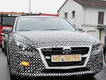 Появилась первая фотография интерьера новой Mazda3