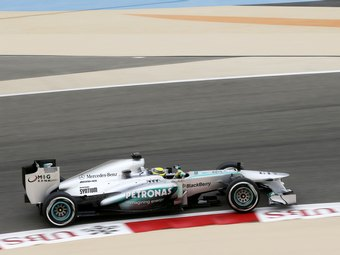 Болиды Mercedes AMG получат новую расцветку и выхлопную систему