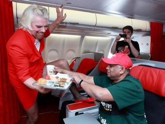 Экс-владелец команды Virgin отработал бортпроводником у конкурента