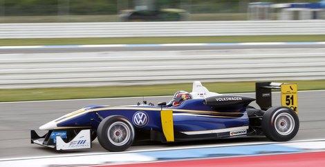 Российский гонщик совместит выступления в чемпионате Европы со стартами в GP3