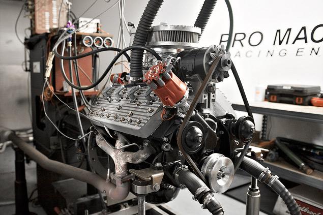 Инспектируем двигатель для гоночной машины Бонневиля. Фото 1