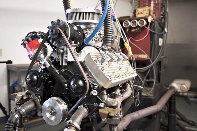 Инспектируем двигатель для гоночной машины Бонневиля. Фото 3