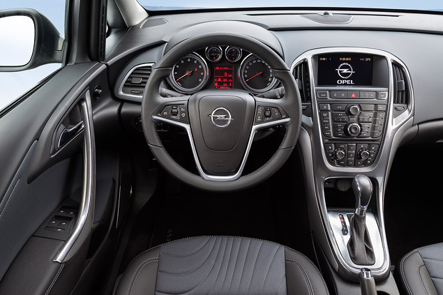 """Длительный тест Opel Astra: конкуренты из """"гольф-класса"""" и подсчет расходов. Фото 3"""