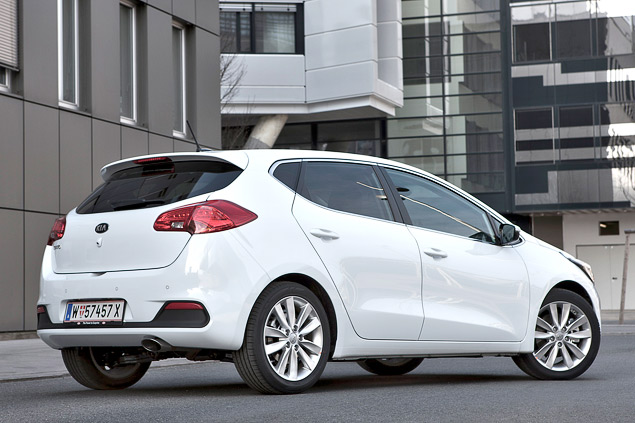 """Длительный тест Opel Astra: конкуренты из """"гольф-класса"""" и подсчет расходов. Фото 9"""