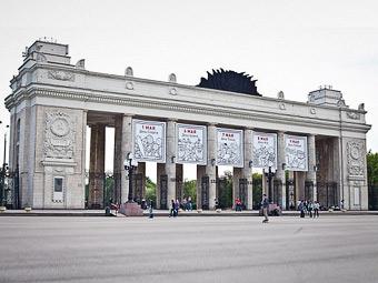 Московские власти задумались о взимании платы за парковку у парков