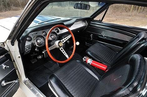Shelby GT500 Super Snake продали за 1,3 миллиона долларов. Фото 3