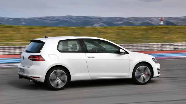 Знакомимся с самым практичным хот-хэтчем этого года: VW Golf GTI. Фото 7
