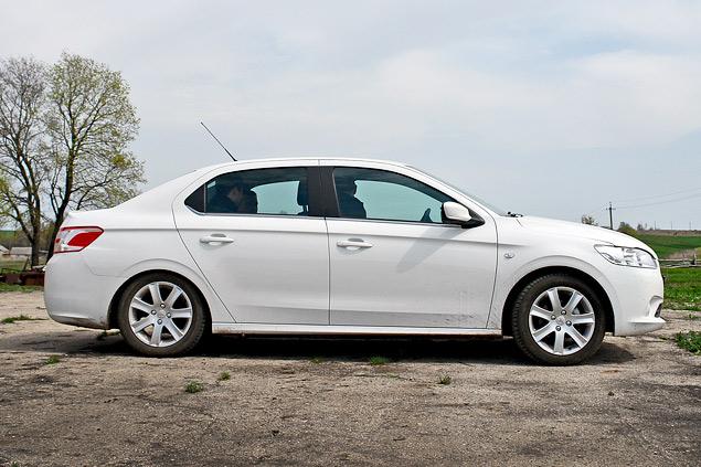 Зачем марка Peugeot привезла в Россию еще один бюджетный седан. Фото 3