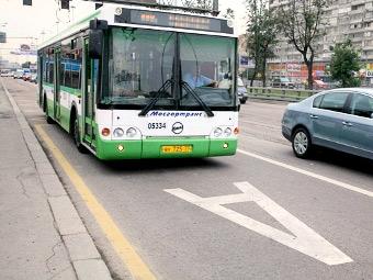 Московские автобусы начали следить за нарушителями парковки
