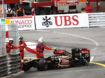 Три пилота разбили машины в тренировке Гран-при Монако