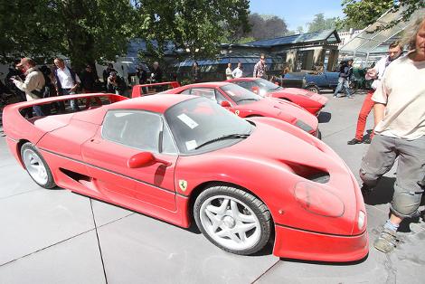 От пожара едва не пострадал еще один автомобиль  суперкар Ferrari Enzo. Фото 4