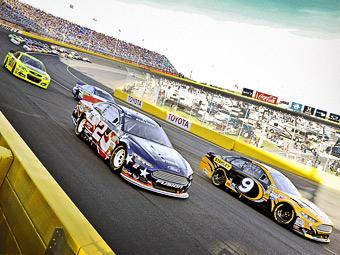 Упавший трос травмировал десятерых зрителей гонки NASCAR