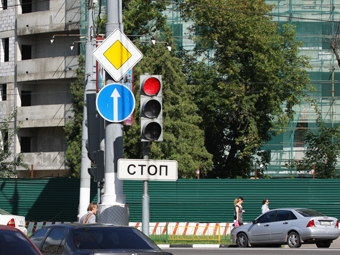 """Правый поворот под """"красный"""" разрешат на шести московских перекрестках"""