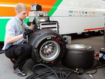 Команды Формулы-1 больше не смогут менять задние шины местами