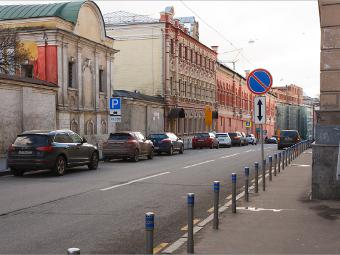 Водителей с машинами без номеров на парковках оштрафуют на пять тысяч рублей