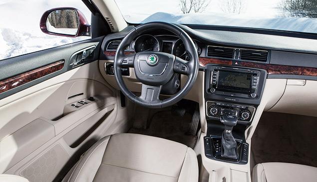Длительный тест Skoda Superb Combi V6: конкуренты, стоимость владения и итоги. Фото 2