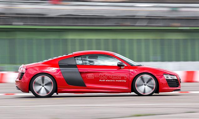 Мини-тест: электрический суперкар Audi R8 e-tron. Фото 2