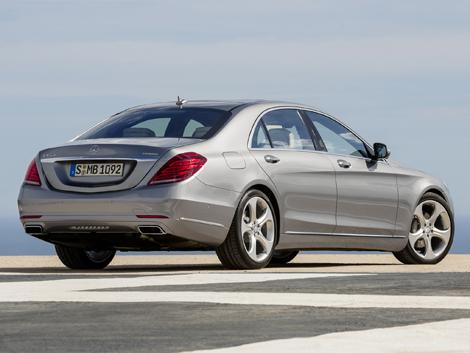 Седан будет доступен в версиях S 400 Hybrid и S 500