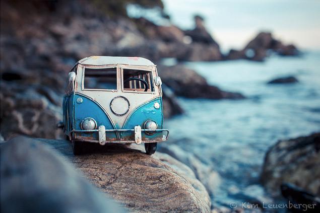 Путешествия маленьких машинок в фотографиях. Фото 9