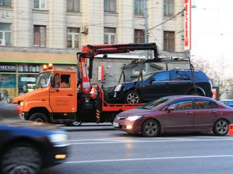 В Москве ввели платную эвакуацию машин
