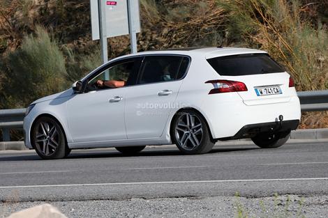 Хот-хэтч Peugeot 308 GTi заметили во время дорожных испытаний