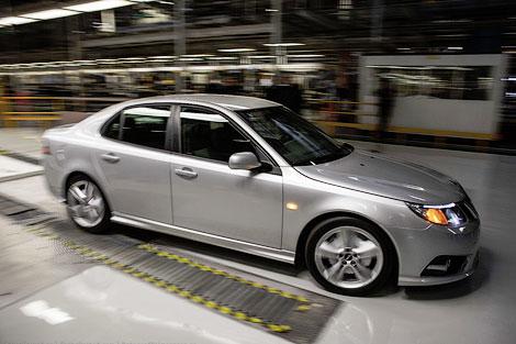 Первым с конвейера завода Saab сошел седан 9-3