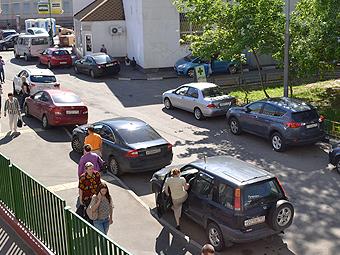 Половина водителей в России призналась в неготовности отказаться от машин