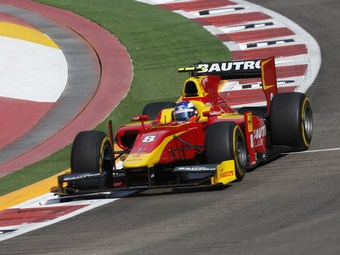 Лидер GP2 травмировал запястье за один этап до конца сезона