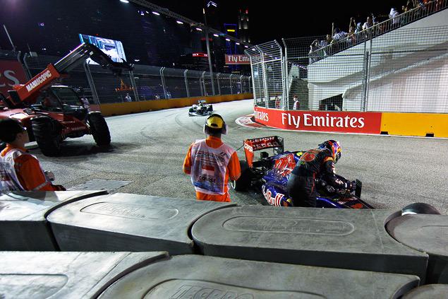 Себастьян Феттель не оставил шансов соперникам на Гран-при Сингапура. Фото 2
