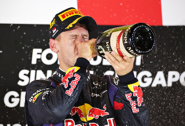 Себастьян Феттель не оставил шансов соперникам на Гран-при Сингапура. Фото 4