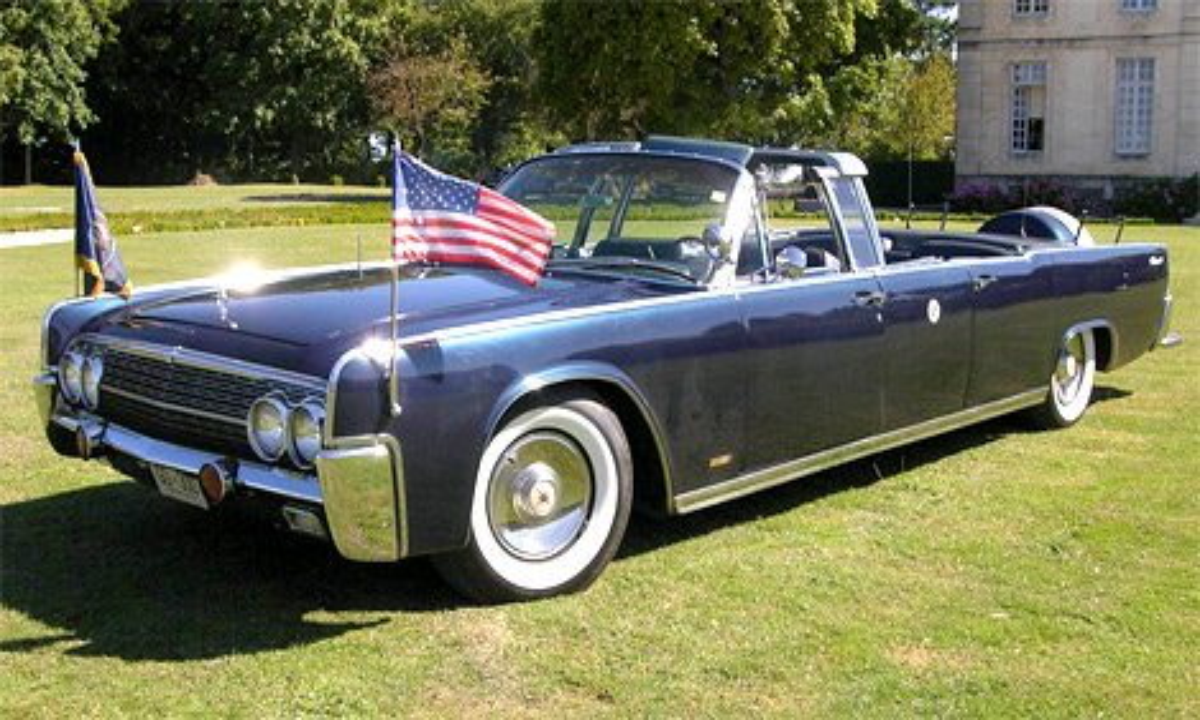 На аукционе продадут президентский лимузин Lincoln Continental