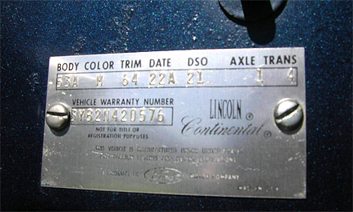 На аукционе продадут президентский лимузин Lincoln Continental. Фото 3