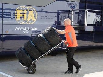 FIA запретила Pirelli испытывать шины Формулы-1