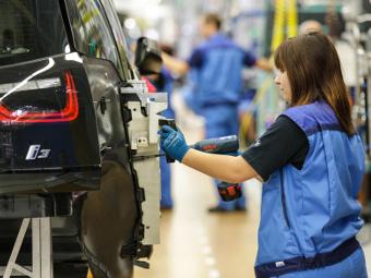 BMW увеличит выпуск электрокара i3 из-за высокого спроса