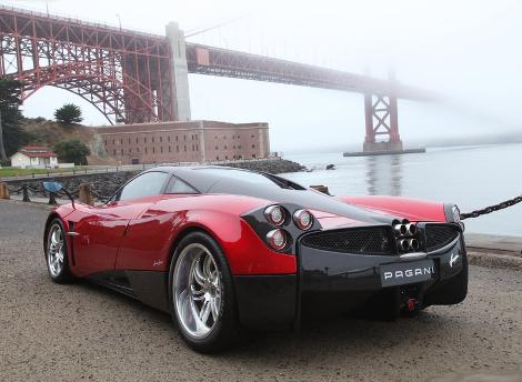 Стоимость углеволоконного кузова для купе Huayra составила 112,5 тысячи евро. Фото 1
