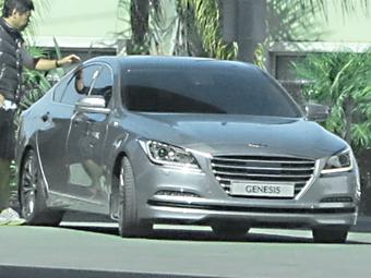 Седан Hyundai Genesis нового поколения сфотографировали без камуфляжа