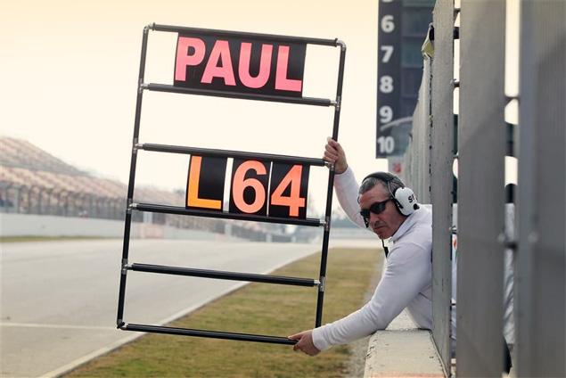 Как команды Формулы-1 общаются с пилотами во время гонок. Фото 1