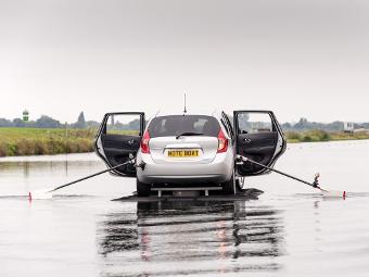 Nissan Note превратили в лодку