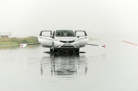 Лодку Nissan испытали олимпийские чемпионки по гребле