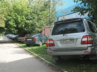 """Нарушителей парковки в Подмосковье выявят при помощи ручных """"Парконов"""""""
