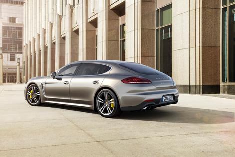 Компания Porsche представила обновленный хэтчбек Panamera Turbo S