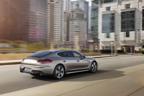Компания Porsche представила обновленный хэтчбек Panamera Turbo S. Фото 1