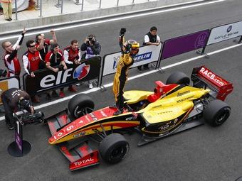 Команда McLaren устроит своего пилота в серию GP2