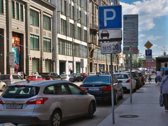 Названы сроки расширения зоны платной парковки в Москве