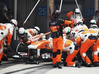 Шинники попросили ввести в Формуле-1 два обязательных пит-стопа